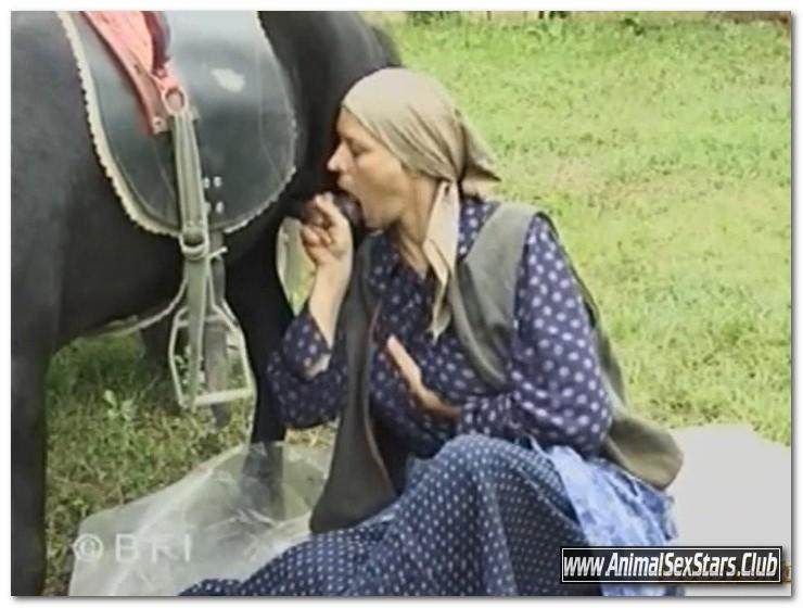 Funny Farm - Violetta Rossellini - The Dirty Bitch (Violett) - Animal Sex Scenes